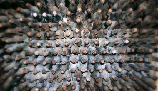 alte-Weinflaschen-a29646631
